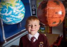 英国5岁小男孩想寄信到火星官方回复价格竟是…